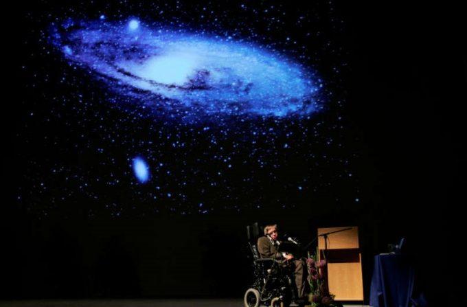 Comunitatea academică şi ştiinţifică internaţională îi aduce un omagiu lui Stephen Hawking