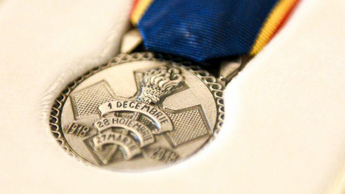 """Conferirea Medaliei Aniversare """"Centenarul Marii Uniri"""" pentru instituţii decorate de preşedintele Iohannis"""