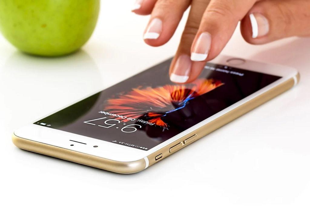 Consumatorii europeni fac plângeri împotriva Apple pentru că încetineşte performanţele modelelor vechi de iPhone
