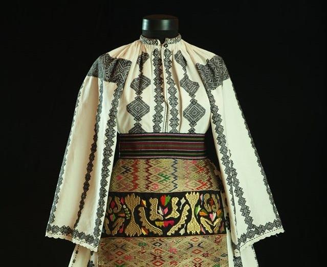 "Día universal de la Blusa Tradicional Rumana ""Ia"""