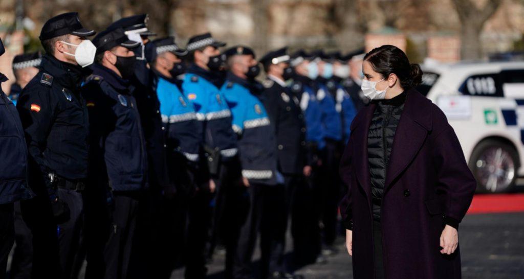 """Díaz Ayuso reconoce la labor de las policías locales: """"Sin seguridad no hay libertad"""""""