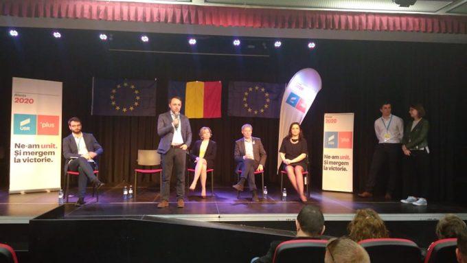 Dacian Cioloş, președintele PLUS, într-o întâlnire cu românii din Spania, la Madrid