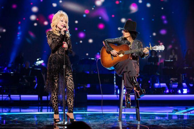 VIDEO: Decernarea premiului MusiCares Person of the Year cântăreţei Dolly Parton