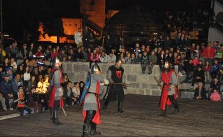 Demonstrații cavalerești și peste 10.000 de lumânări aprinse în Cetatea Medievală, la Festivalul Luminii din Târgu Mureș