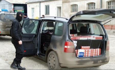Descinderi simultane în România și Spania la o rețea internațională de contrabandă cu țigări