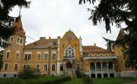 Descoperă povestea unui castel UNIC în România: Castelul-Calendar