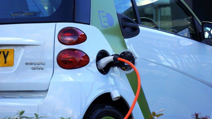 E.ON România a inaugurat trei noi staţii de încărcare rapidă a maşinilor electrice, în Bucureşti