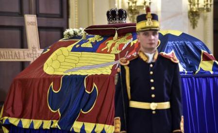 El último rey de Rumanía: Miles de personas se despiden de Miguel I (Palacio Real de Bucarest)