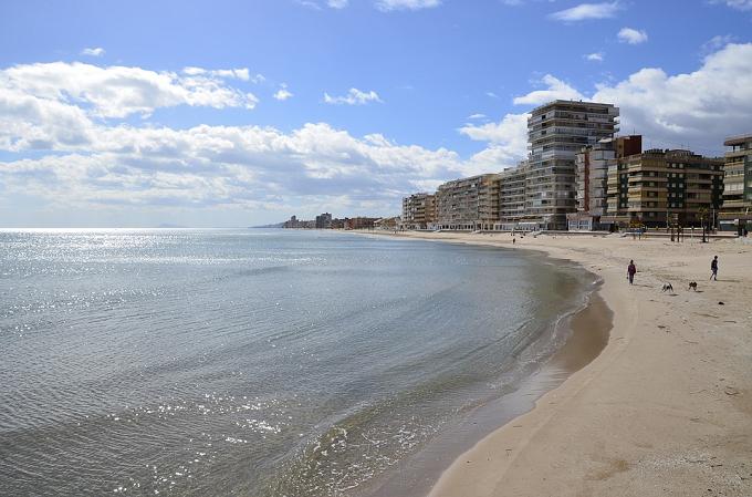 El Ayuntamiento de València restringe el baño en las playas de la Malvarrosa y el Cabañal