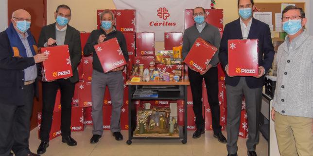 El Ayuntamiento entrega a Cáritas 500 cestas con alimentos y lotes de productos navideños para su distribución entre las familias más necesitadas de la ciudad
