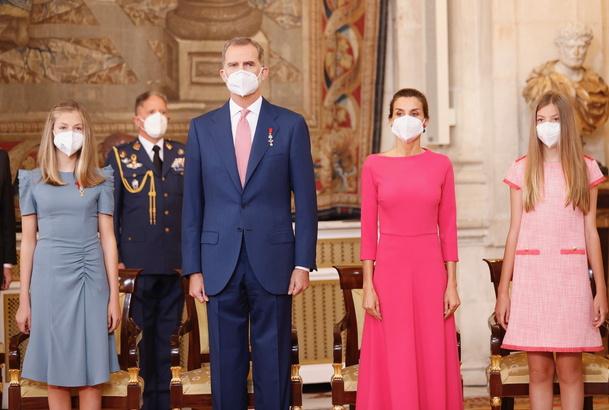 El Rey Felipe VI condecora a Alice una voluntaria rumana de Cruz Roja en Extremadura-1