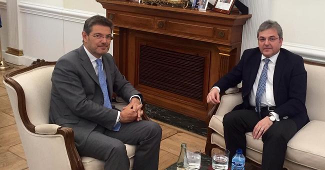 El recibimiento del embajador rumano por el Ministro español de Justicia, en visita de despedida, con ocasión de la finalización de su mandato en España