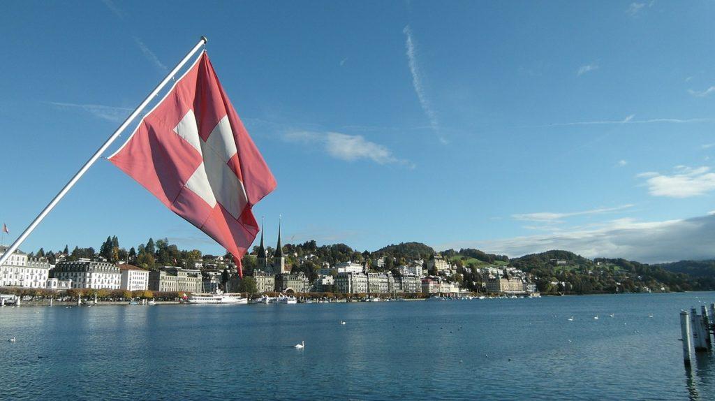 Elveţienii votează într-un referendum dacă vor să renunţe la acordul cu UE privind libertatea de circulaţie