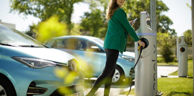Enel X România şi Hubject încheie un parteneriat pentru a extinde reţeaua de puncte de încărcare pentru maşini electrice