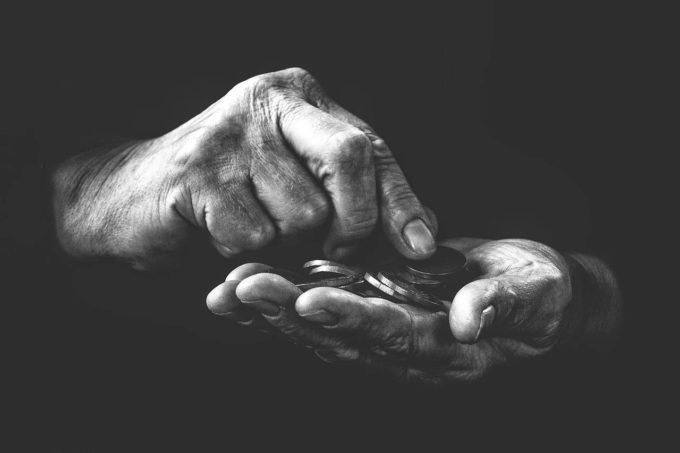 Eurostat (2018): 21,5% din populaţia Spaniei era ''în risc de sărăcie''. În Franţa trăiau 9,3 milioane de săraci