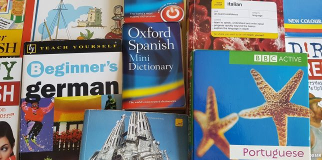 Eurostat: Elevii români, fruntaşi în UE la studierea limbilor străine