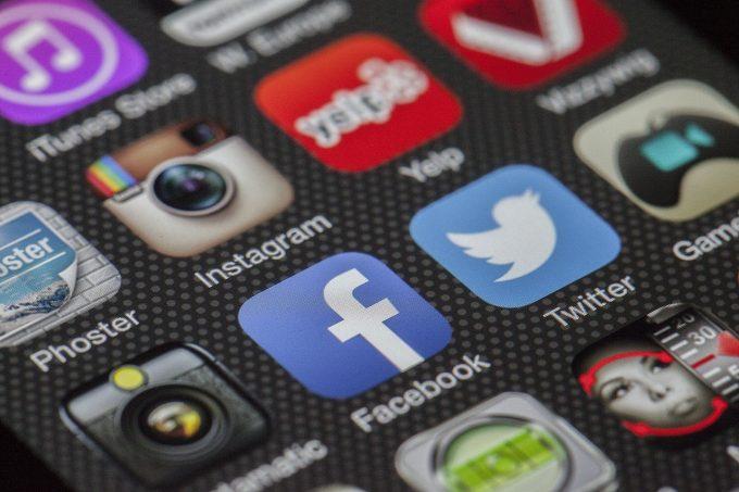 Eurostat: Românii, printre cetăţenii UE care folosesc intens reţelele de socializare