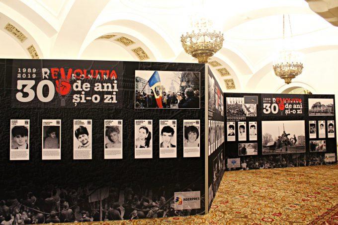 """Expoziţia """"30 de ani şi o zi - revoluţia tinerilor"""", vernisată la Muzeul Naţional Cotroceni"""