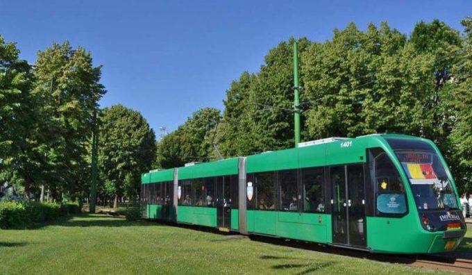 Fabrica de tramvaie din Arad ar urma să livreze 62 de garnituri în patru mari oraşe din România