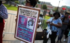 Fanii îi aduc un ultim omagiu regretatei Aretha Franklin la Detroit