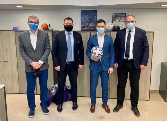 Fotbal: O delegaţie UEFA a prezentat ministrului Eduard Novak conceptul medical pentru meciurile de la EURO 2020