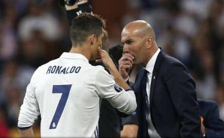 Fotbal: Zidane și Cristiano Ronaldo, antrenorul și jucătorul lunii mai în campionatul Spaniei