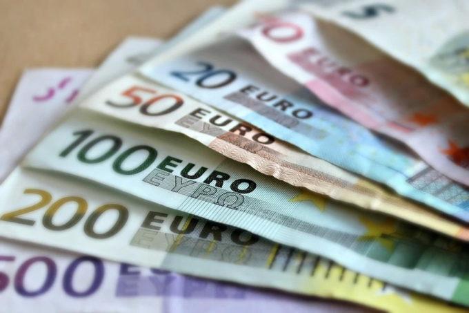 Franţa va majora salariul minim la 10,48 euro pe oră, în linie cu inflaţia