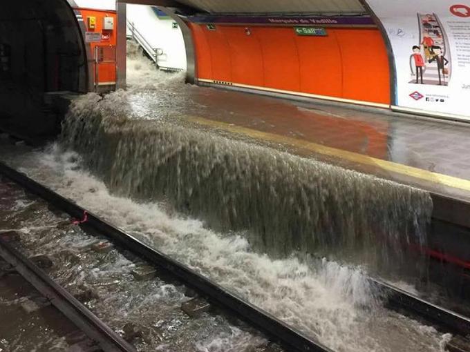 Furtuna de vineri seara a paralizat Madridul: zboruri deviate, inundații, linii de metrou și de tren afectate