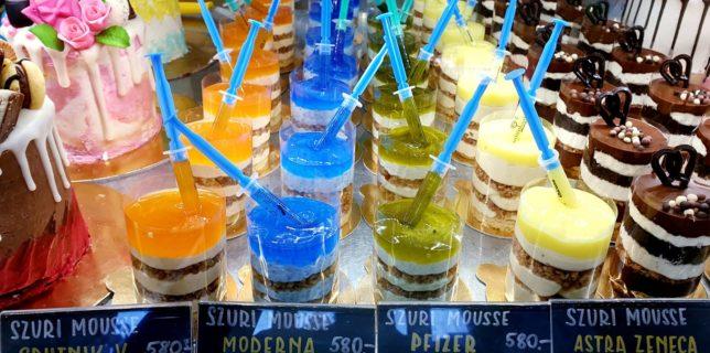 Galben pentru AstraZeneca, verde pentru Pfizer: O cofetărie din Ungaria oferă deserturi cu tematică vaccinuri
