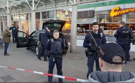 Germania: Bărbatul care a intrat cu mașina în pietoni în Heidelberg refuză să coopereze cu poliția