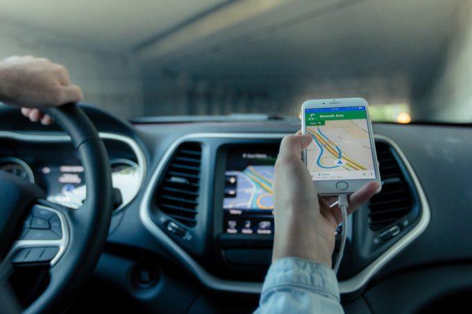 Google Maps va începe să direcţioneze şoferii pe rute ''prietenoase cu mediul''