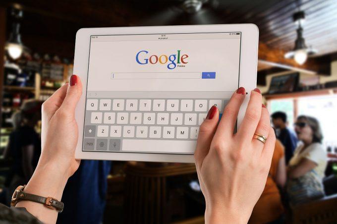 Google România, amendată de CNCD cu 10.000 de lei pentru schimbarea tag-ului Catedralei Mântuirii pe Google Maps