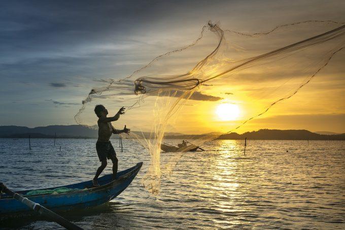 Greenpeace atrage atenţia asupra pericolului poluării cu ''megaplastic'', rezultată în urma pescuitului