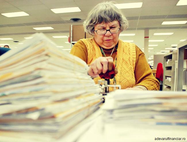Guvern: Măsuri pentru reducerea birocrației. Instituțiile publice vor accepta documente şi în format electronic