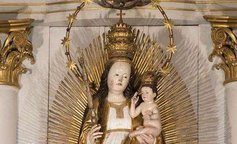 Harghita: Statuia făcătoare de minuni a Fecioarei Maria de la Şumuleu-Ciuc va fi dusă la altarul de unde Papa va oficia liturghia