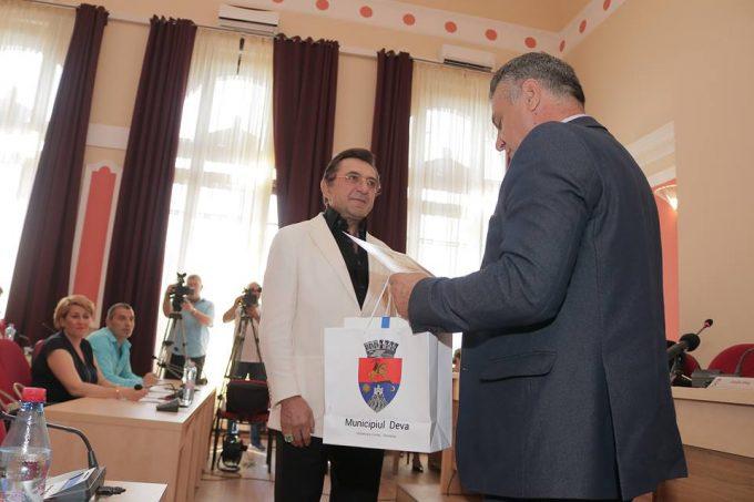 Hunedoara: Cu 150 de invenţii brevetate, Ioan Cosmescu a fost declarat 'Cetăţean de onoare' al municipiului Deva