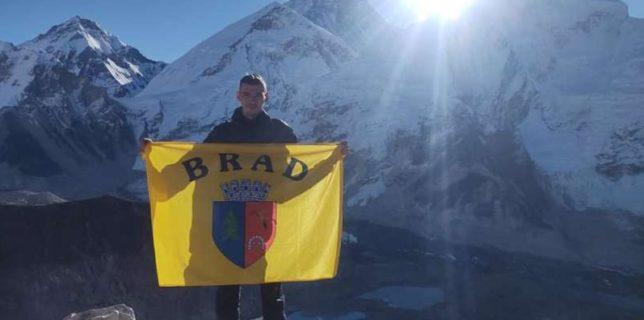 Hunedoara: Doi alpinişti din Brad, în expediţie în Himalaya; obiective - vârfurile Kallapatar şi Island Peak