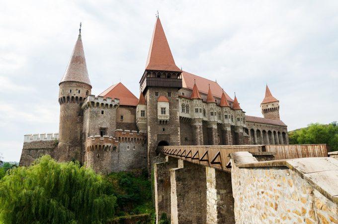 Hunedoara: Peste 852.000 de persoane au vizitat principalele obiective turistice din judeţ, în creştere cu 11,4%