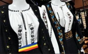 Iași - Costumele populare din colecția Flori de ie, prezentate într-un eveniment de sărbătoarea Micii Uniri