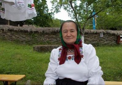 Ia - ambasador pentru România / Cămeșile din Maramureș confecționate de Mărtuca Mihuț, apreciate de localnici și turiști