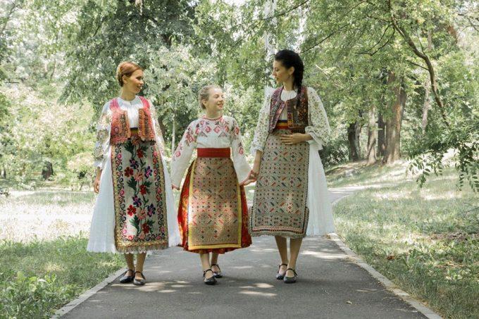 Iile îngropate la Sânnicolau Mare de ţărăncile deportate în Bărăgan - comorile Banatului de câmpie