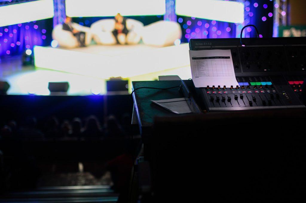 Industria de media şi divertisment din România va creşte cu 8% în 2021 şi va depăşi nivelul din 2019