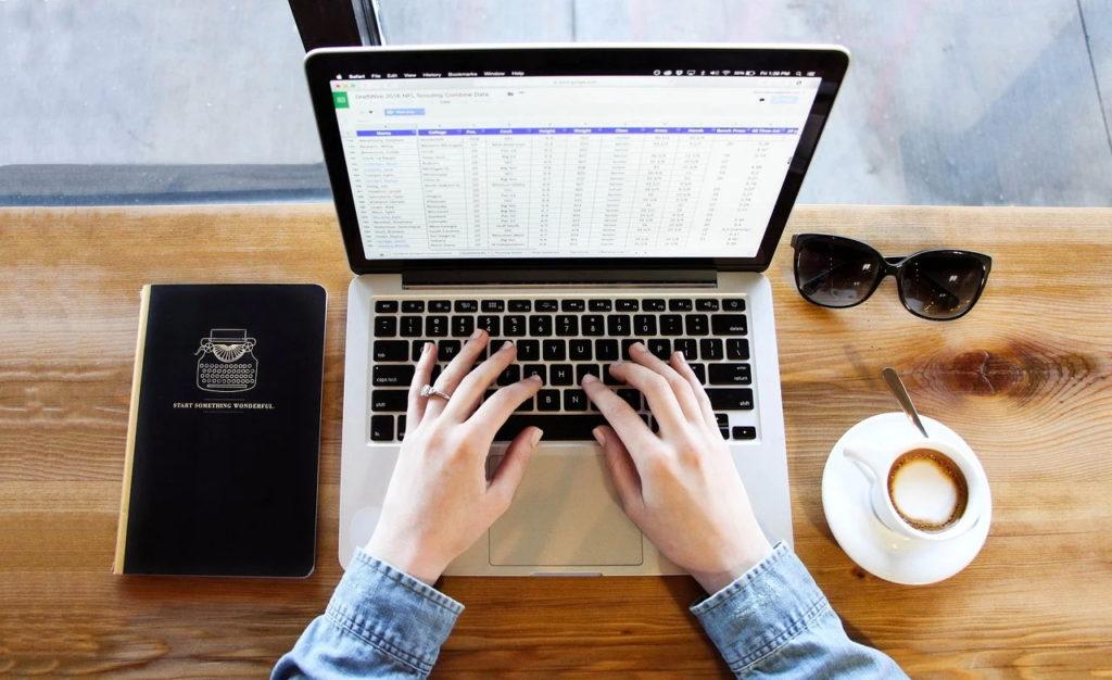Inspecţia Muncii a publicat ghidul pentru desfăşurarea activităţilor de telemuncă şi de muncă la domiciliu