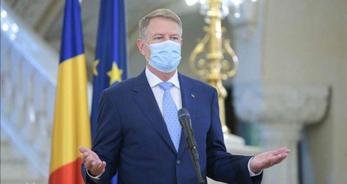Iohannis: După data de 15 mai toată lumea va fi obligată să poarte măşti de protecţie în spaţii publice închise
