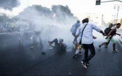 Italia: Ciocniri între poliție și refugiați care ocupaseră o piață din Roma