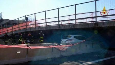 Italia: Doi români au fost răniți după ce o pasarelă s-a prăbușit peste o autostradă