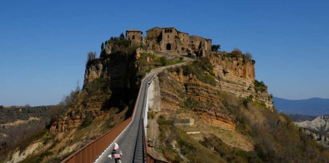 Italia doreşte să înscrie Civita, supranumit ''oraşul care moare'', în patrimoniul UNESCO