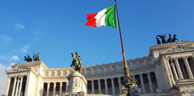 Italia impune obligativitatea purtării măştii în exterior şi extinde starea de urgenţă