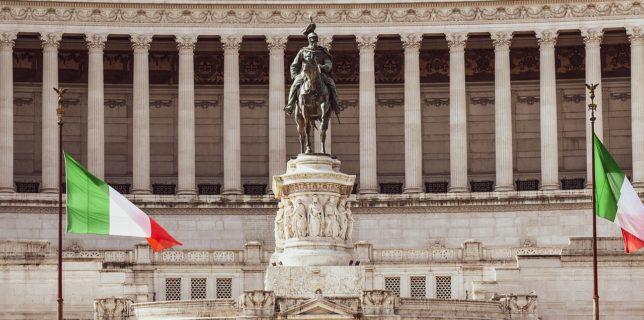 Italia limitează deplasările pentru sărbători