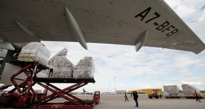 La Comunidad de Madrid recibe su primer avión desde China cargado con 58 toneladas de material sanitario para hospitales por el COVID-19
